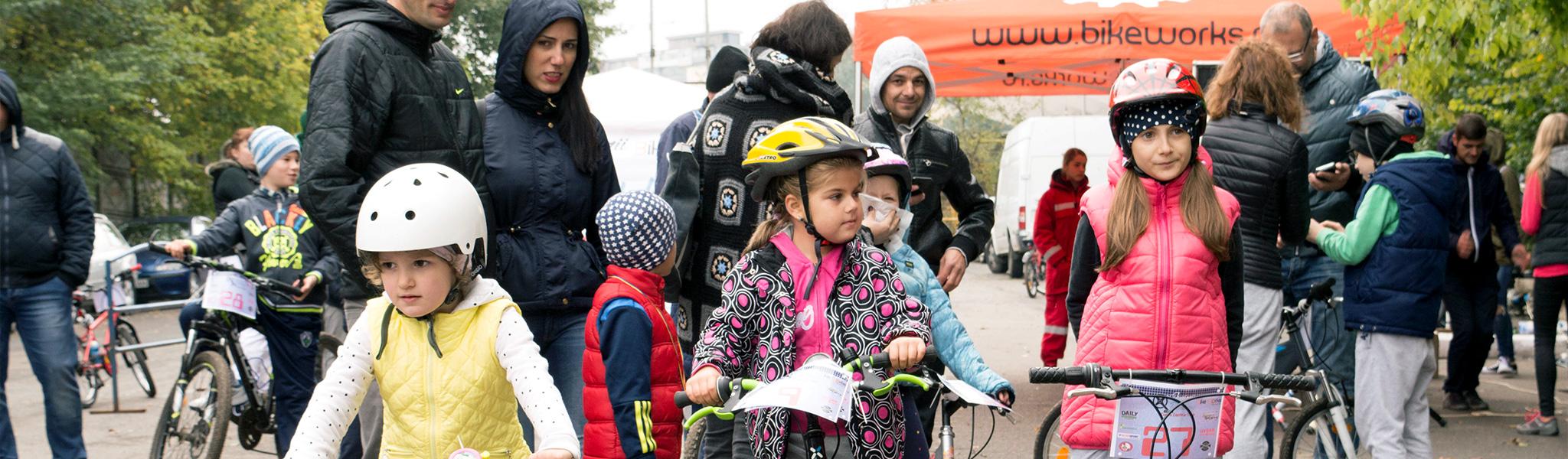 juniorii pedaleaza