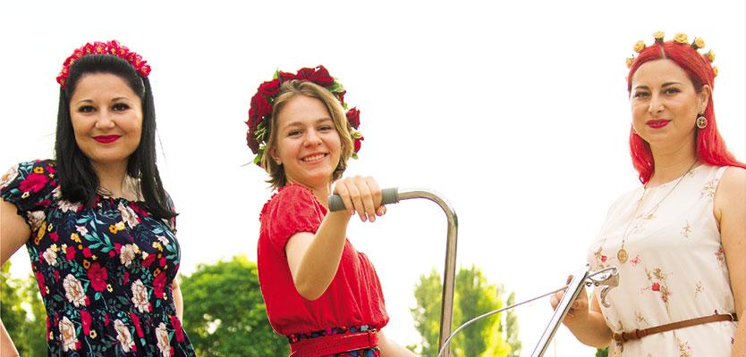 Flori, fete si… SkirtBike